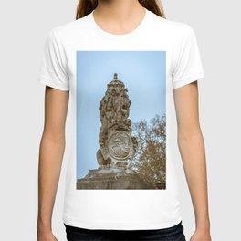 Buckingham Palace Lion Fencepost Statue London England T-shirt
