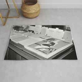 Folders en affiches zijn te koop in het centrum van het Nationaal Comité tegen A, Bestanddeelnr 254 Rug