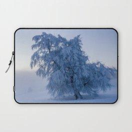 Snowy Tree on a Foggy Mountain Sunrise - Landscape Photography Laptop Sleeve