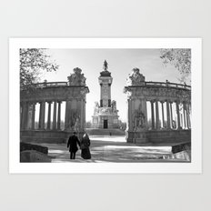 Couple at Madrid monument Art Print