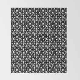 White skull pattern on black - deluxe Throw Blanket