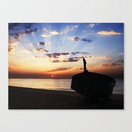 La barca en la playa Canvas Print