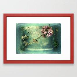 Lorea ezin bizirik Framed Art Print