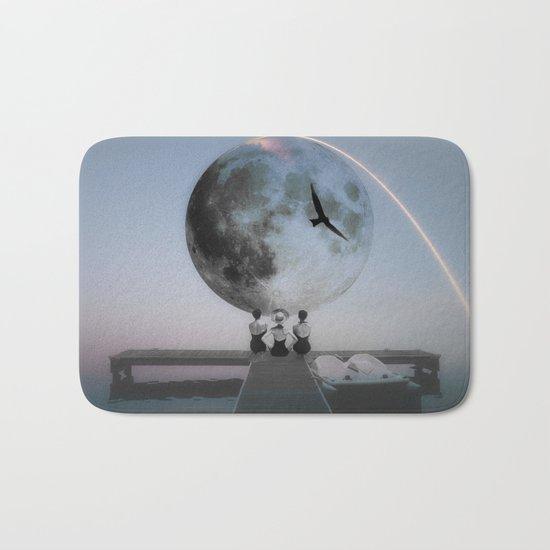 The moon will rise Bath Mat