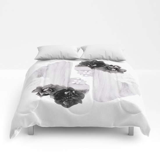 selene and eos (black and white) Comforters