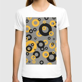 Rings in orange and black T-shirt