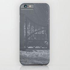 Guarding the gate iPhone 6s Slim Case