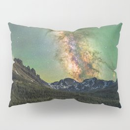 Milky way over nokhu crags Pillow Sham