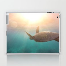Turtle enjoying life Laptop & iPad Skin