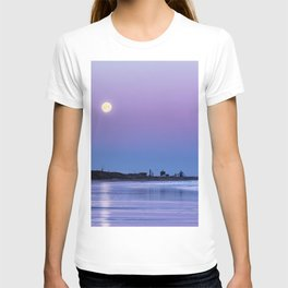 Supermoon setting at Saltburn-by-the-sea T-shirt