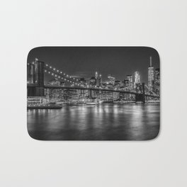 MANHATTAN SKYLINE & BROOKLYN BRIDGE Nightly Impressions | Monochrome Bath Mat