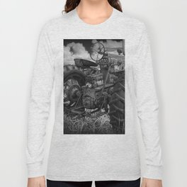 Abandoned Old Farmall Tractor in Black and White Long Sleeve T-shirt