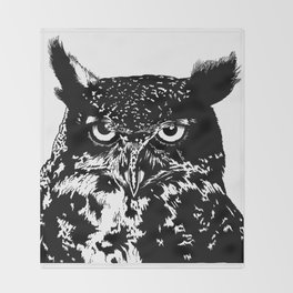 portrait of the owl Throw Blanket