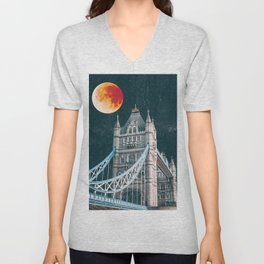 Blood Moon over London, England Tower Bridge Unisex V-Neck