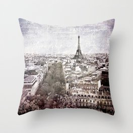 la tour eiffel {liberté Throw Pillow