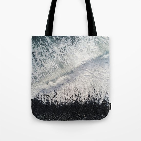 Black Pebble Beach by leandropitaimg