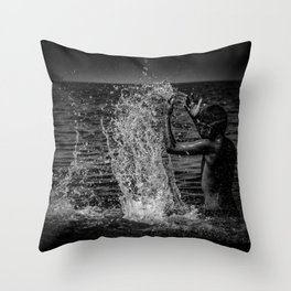 Be the wave that i am and then sink back to the ocean Throw Pillow