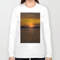 The sun goes down and night falls Long Sleeve T-shirt