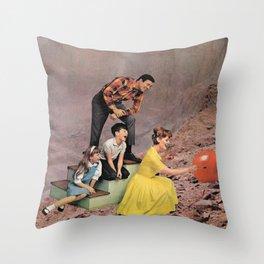 Avant l'éclatement Throw Pillow