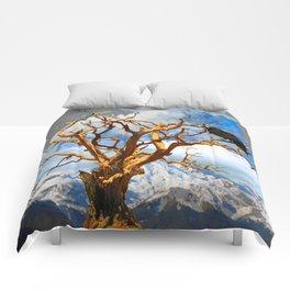 MOUNTAIN RAVEN SITTING IN DEAD TREE Comforters