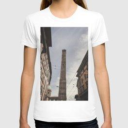 Two Towers, Bologna, Emilia Romagna, Italy, street photography, Torre degli Asinelli, italian city T-shirt