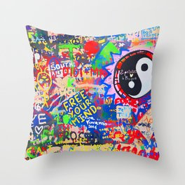In the street No5, Messages Throw Pillow