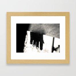 Il pleut. Framed Art Print