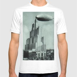1928 Dirigible Patoka docking at the observation deck atop the Superman building in Providence RI T-shirt