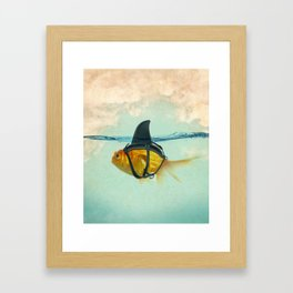 Brilliant DISGUISE - Goldfish with a Shark Fin Gerahmter Kunstdruck