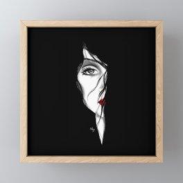 Rostro mujer arte medio rostro pelo negro piel blanca labios rojos. joik Framed Mini Art Print
