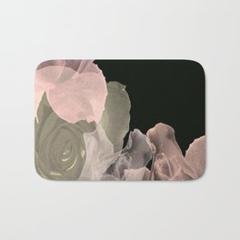 Blush Abstract Roses on Blackground Badematte