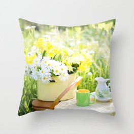 Romantic Daisy Flower Bouquet Throw Pillow