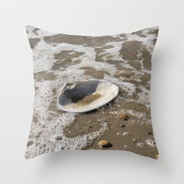 Clam shell against the tide Throw Pillow