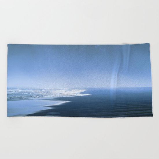 Blue ocean mood Beach Towel