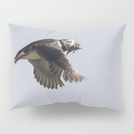 Atlantic puffin in flight with her sand eels Pillow Sham