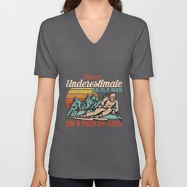 Mens Never Underestimate an Old Man on a Pair of Skies I Skiing graphic Unisex V-Neck