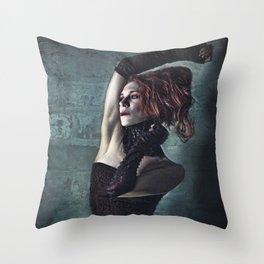 Grunge Moll Throw Pillow