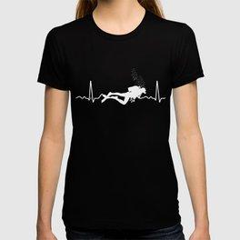 Cool Scuba Diving Diver Heartbeat Graphic  T-shirt