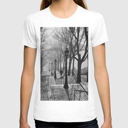 Sacre Coeur, Montmartre, Paris, France Stairs black and white photograph / black and white photography T-shirt