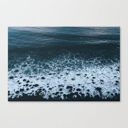 Iceland waves and shapes - Landscape Photography Canvas Print