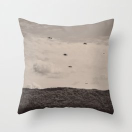 Un moment dans le ciel Throw Pillow