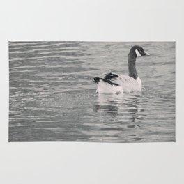 Goose on the lake Rug