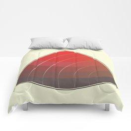 Le Rouge-Orangé (ses diverses nuances combinées avec le noir) Vintage Remake, no text Comforters