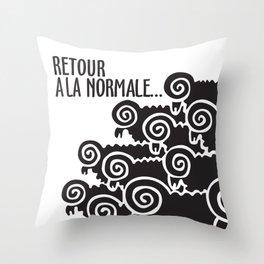 Retour à la normale Throw Pillow