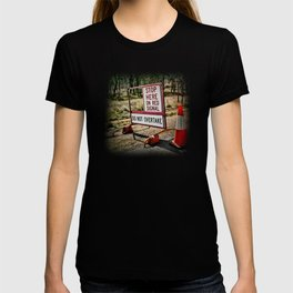 Stop on the red light - roadworks sign. T-shirt