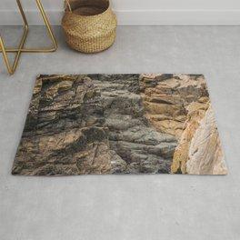Bretagne - black rock formations between brown rock Rug