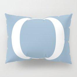 Letter O sign on placid blue background Pillow Sham