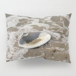 Clam shell against the tide Pillow Sham