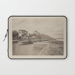 Canal Lateral a la Garonne. Descente en Riviere a Castets Les Travaux Publics de la France Laptop Sleeve