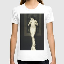 Jean Ackerman Statuesque in Pearls - Ziegfeld Follies Jazz Age black and white photograph T-shirt